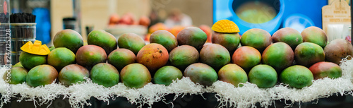 fresh fruit juice bar. a place of making and selling juice. b