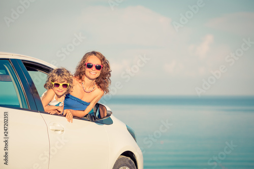 Foto Murales Happy family travel by car