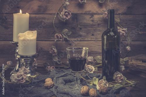 Still life Dekoration Interior Kerzen Rotwein Glass Flasche Rosen hölzener Hintergrund © Renee Heetfeld
