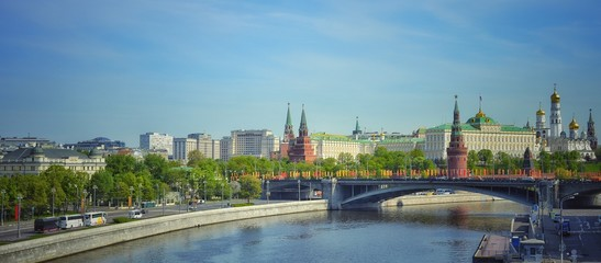 view of moscow kremlin and the river © Pavel Statsenko