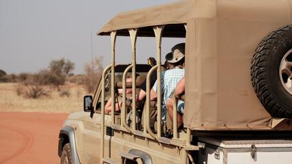 Safari-Jeep in Nambia, Savanne