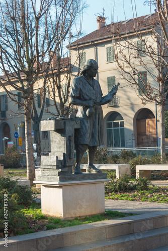 Museo Del Violino.Piazza Del Museo Del Violino Statua Antonio Stradivari Buy Photos
