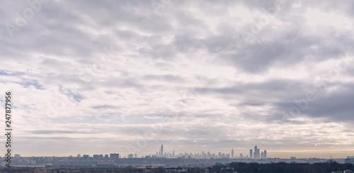 Foto Murales Distant New York City Skyline in Smog