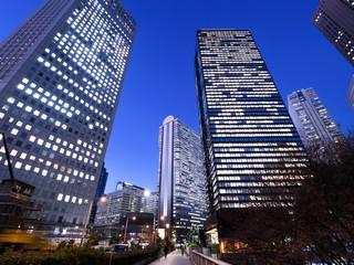 東京都 夜の新宿高層ビル街