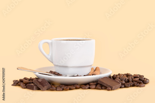 coffee cup with beans © Luis Louro