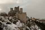 Rocca Calasci con la neve - Antica fortezza in Abruzzo - 247991594