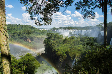 Rainbow in de waterfalls © Federico