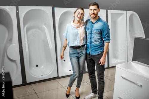 Leinwandbild Motiv Couple choosing new bathtub in the shop