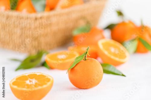 canvas print picture orangen mit Blättern