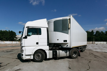 white truck with trailer
