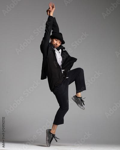 fototapeta na ścianę cool looking hip-hop dancer