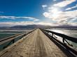 Leinwanddruck Bild - Lange Holzbrücke in Island