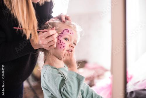 Leinwanddruck Bild Mädchen im Fasching