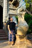 Femme et Naga ancien Wat lok molee