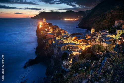 Leinwanddruck Bild Vernazza at night in Cinque Terre