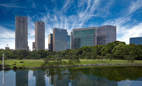 fototapeta na ścianę skyscrapers reflecting in pond water, Hamarikyu park, Tokyo
