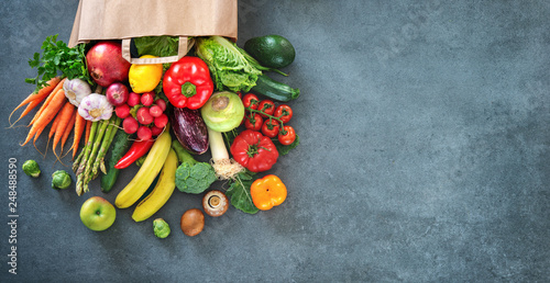 Leinwanddruck Bild Shopping bag full of fresh vegetables and fruits