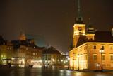 Stare Miasto w Warszawie wieczorem śnieżyca zima