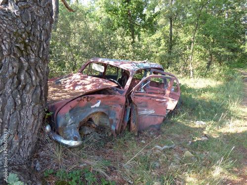 voiture abandonnée lors de la guerre