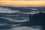Nebliger Morgen im Nationalpark Sächsische Schweiz - 248709545