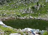 vista di un laghetto montano con i riflessi della natura - 248738732