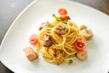 spaghetti tonno e pomodorini ciliegino  - 248810964