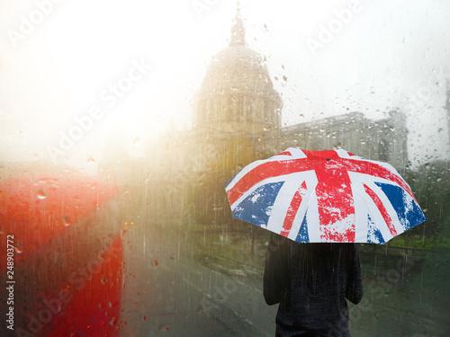 fototapeta na ścianę londres angleterre pluie météo drapeau parapluie brexit temps cliché mauvais temps climat week end visiter tourisme visiter