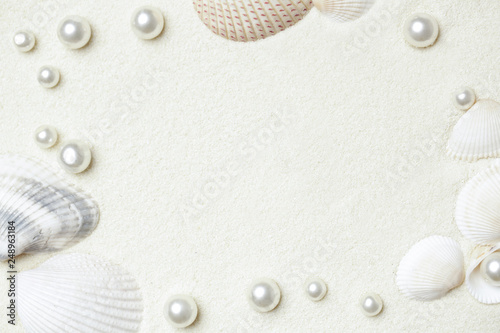 Foto Murales White beach sand, shells and pearls