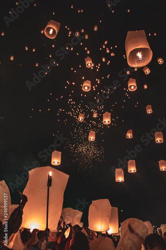 Mass Yee Peng Lantern Release, Chiang Mai, Thailand © pierrick