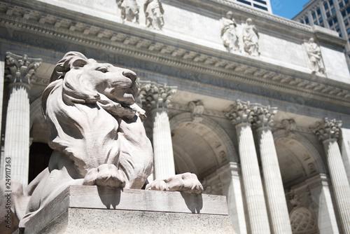 fototapeta na ścianę Iconic lion on the New York public Library in NYC, Manhattan
