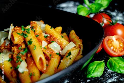 Penne Bolognese, Nudeln mit Hackfleisch - Italienisches Restaurant - 249152199