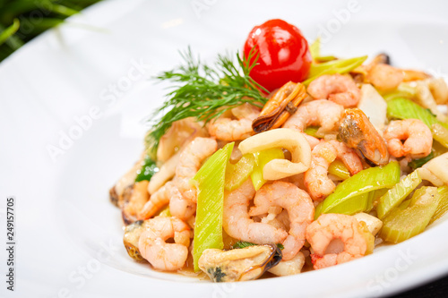 shrimps with celery - 249157705