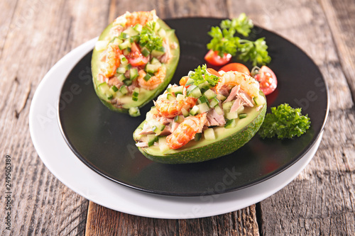 avocado salad with shrimp © M.studio