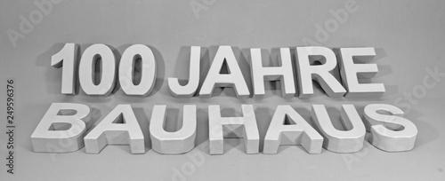 100 Jahre Bauhaus mit 3d-Pappebuchstaben  © fotoliajongleur