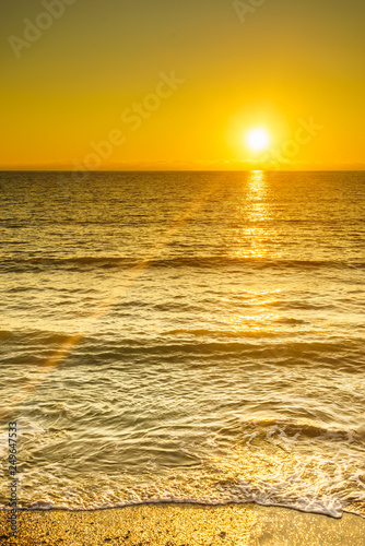 mata magnetyczna Sunset or sunrise over sea surface