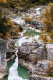 Italia, Pesaro - cascate e rocce a picco sul fiume alle Marmitte dei Giganti di Fossombrone nella regione marche  - 249675598