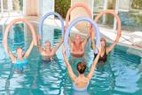 Senioren Gruppe macht Aquagymnastik