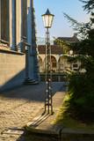 Fussgängerzone bei der Hofkirche St. Leodegar, Luzern, Schweiz - 250033558