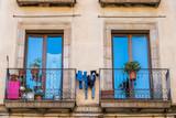 Fenêtre avec balcon de la ville de Barcelone