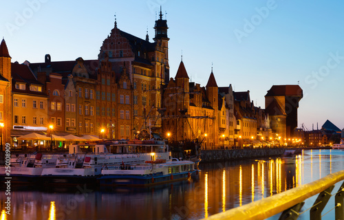 mata magnetyczna Image of night light of Moltawa River in Gdansk