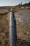 Tube in pressione che attraversa la spiaggia - 250217538