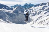 evoluzioni acrobatiche con gli sci