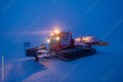 mata magnetyczna Snowcat grooming snow in the early morning, Stowe, Vermont, USA