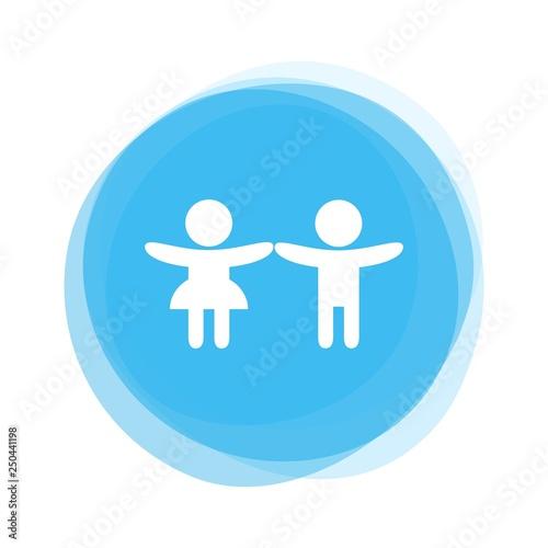 Weißes Symbol von Kindern auf hellblauem Button