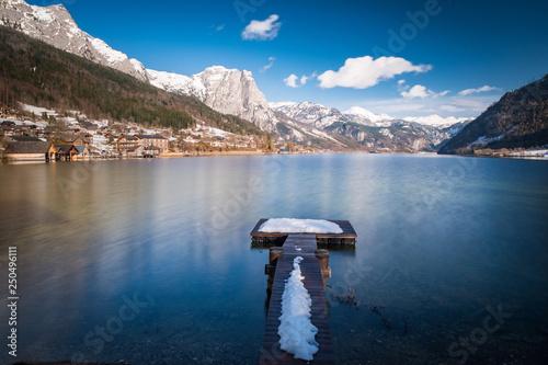 Acrylglas Pier Snowy landing stage, jetty on lake Grundlsee with mountain Backenstein