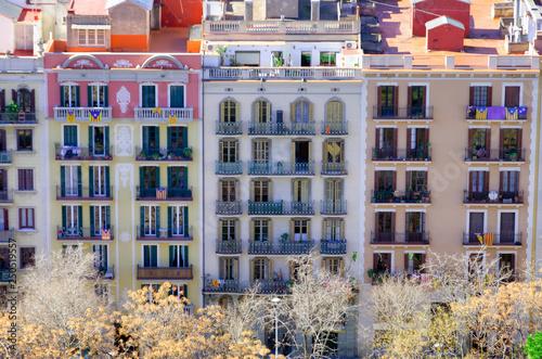 mata magnetyczna Colorful buildings in Barcelona, Spain