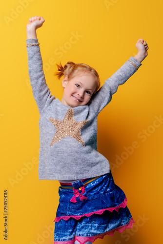 Leinwanddruck Bild cute bright girl