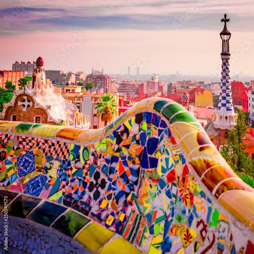 mata magnetyczna Park Guell en Barcelona, España, símbolo del turismo.