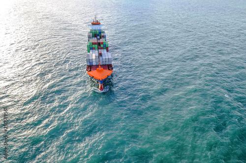 vue aérienne cargo en pleine mer © Image'in