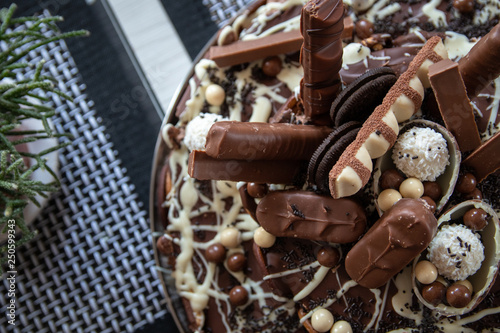mata magnetyczna Beautiful homemade cake with chocolate, chocolate cookies and candies